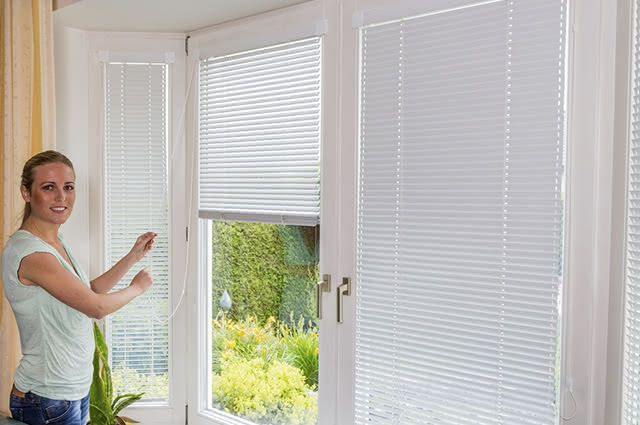 Utilizando algumas técnicas é possível limpar adequadamente suas persianas