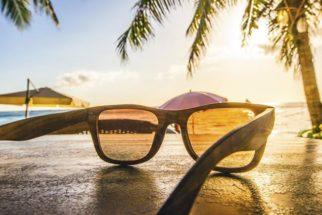 Como tirar arranhões de óculos de sol com macete caseiro