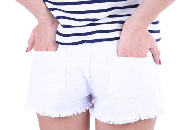 Alvejante nem sempre poderá remover mancha de short branco