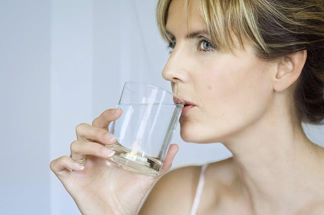 Alguns alimentos favorecem a enxaqueca, mas alguns hábitos a evitam