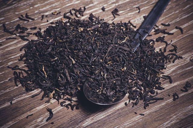 Por possuir cafeína, o chá preto é um estimulante natural