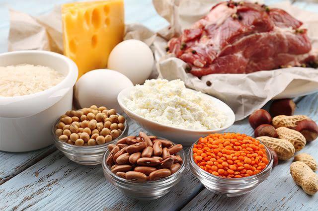 Invista em doses de alimentos ricos em proteínas antes de correr