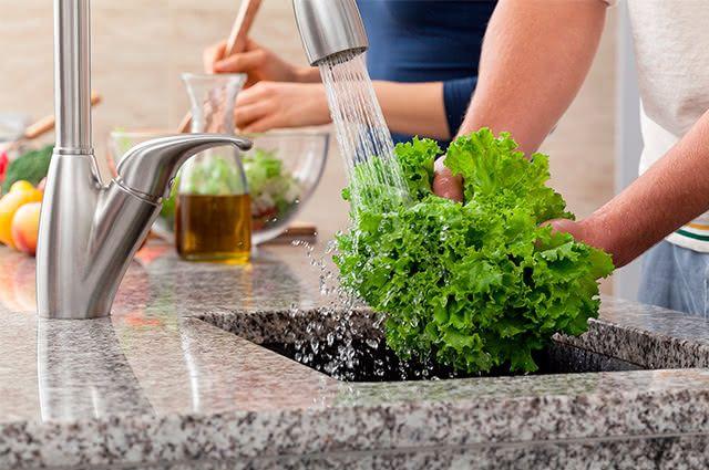 Se não higienizar os vegetais a serem usados na sua salada ela não terá benefícios efetivos