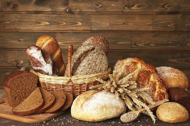 Pães e cereais estão liberados no café da manhã, desde que sejam integrais