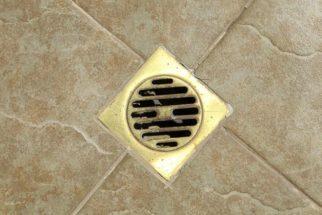 Como limpar ralo de banheiro com bicarbonato