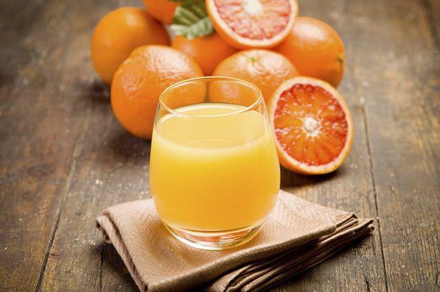 O suco de laranja não é indicado para o café da manhã
