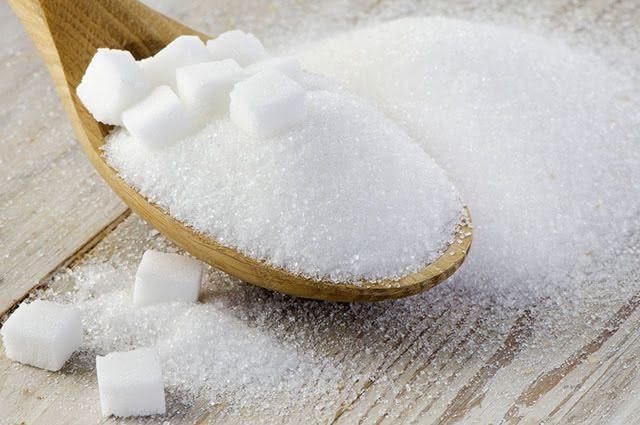 O açúcar, se refinado, é um dos alimentos que não devem ser consumidos pelos veganos