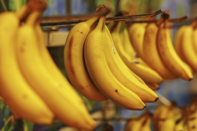 A banana fica mais nutritiva quando a casca começa a escurecer