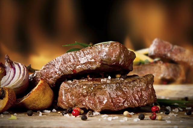 A carne vermelha tem alta concentração de proteína porque ela é um tecido