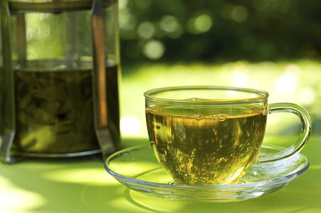 Chá verde, carqueja e hibisco são os chás diuréticos mais indicados para redução da barriga
