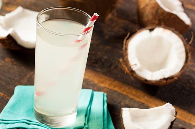 Suco de beterraba feito com água de coco hidrata e refresca ainda mais o organismo