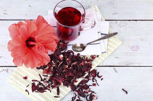 O chá de hibisco é um dos melhores chás para perder a barriga