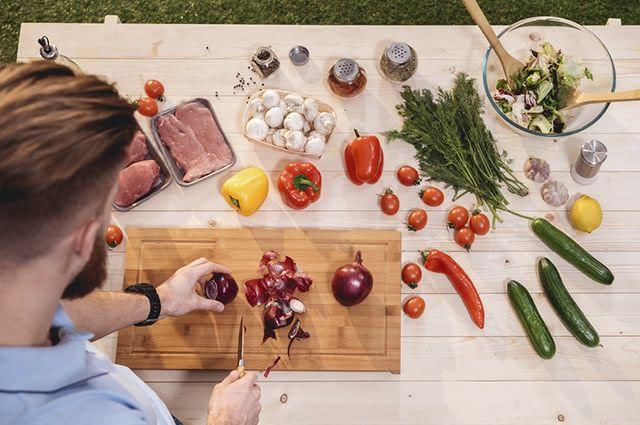 Sopas, saladas e carnes ficam mais saborosas combinadas com salsa, orégano e tomilho