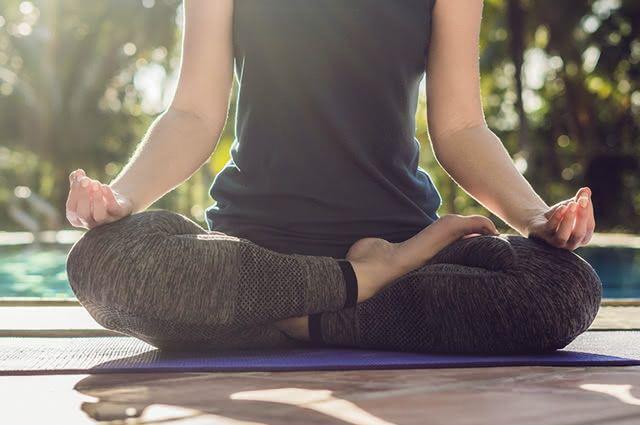 Praticar a meditação melhora a qualidade do sono