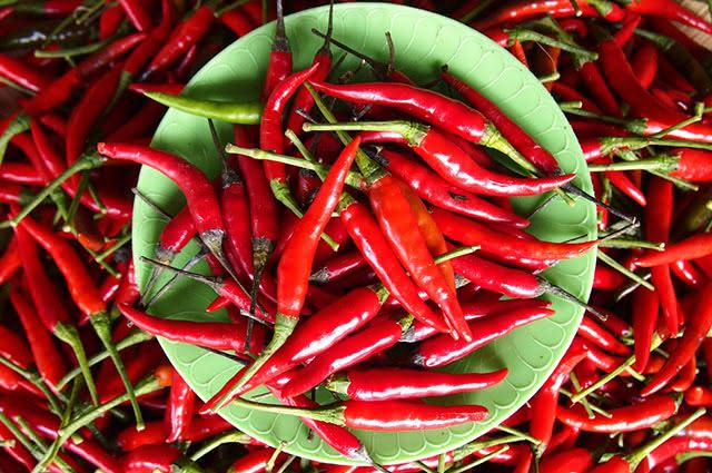 A pimenta contém um composto que estimula a produção do hormônio do bem-estar