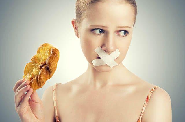 """Fugir da dieta, mesmo que um pouquinho, já pode atrasar a """"secagem"""" da barriga"""