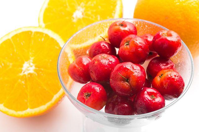A laranja é uma fruta ideal para combinações de suco de acerola