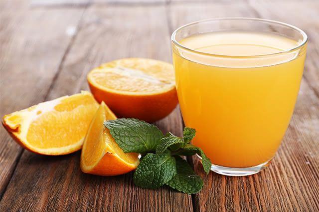 Controle o trânsito intestinal com suco detox de laranja