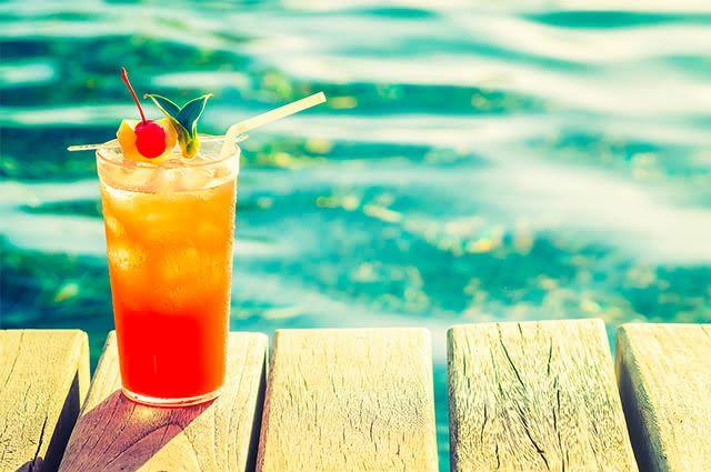 Ajudo seu corpo a eliminar peso tomando o suco detox tropical