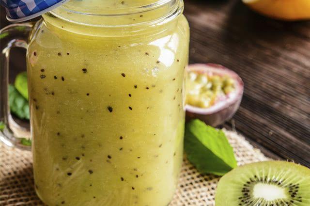 O suco de maracujá combina com kiwi e melancia e é uma das opções mais saborosas