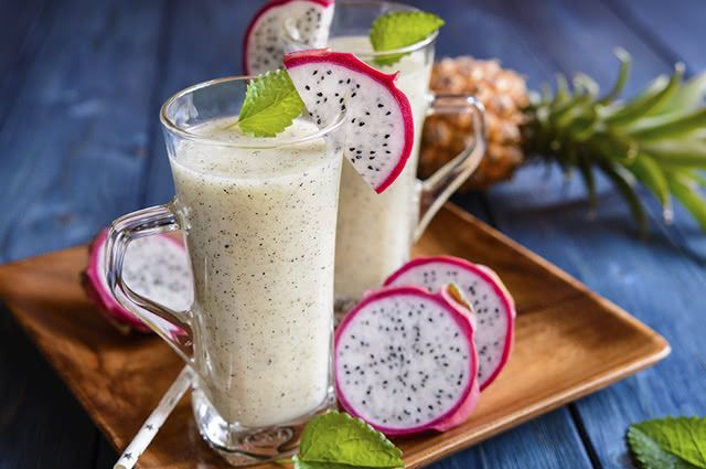 Água de coco, abacaxi e hortelã dão sabor especial ao suco de pitaya
