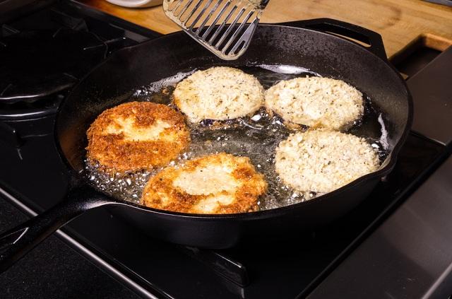 Como tirar cheiro de óleo queimado na cozinha pode ser mais fácil do que se imagina