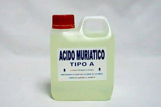 O ácido muriático serve para limpar pisos, azulejos e vasos sanitários