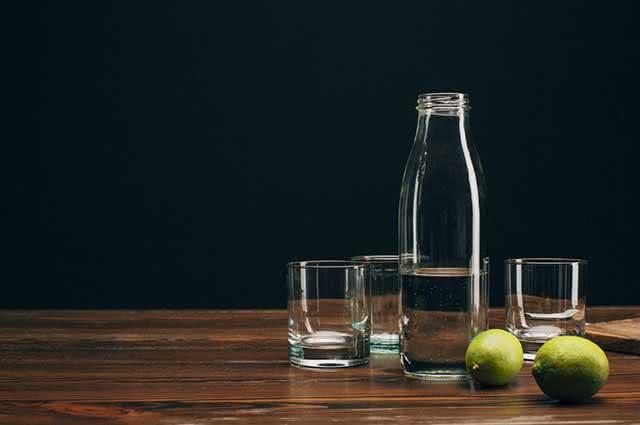 Utilizar o limão na limpeza do micro-ondas garante a eliminação dos maus odores