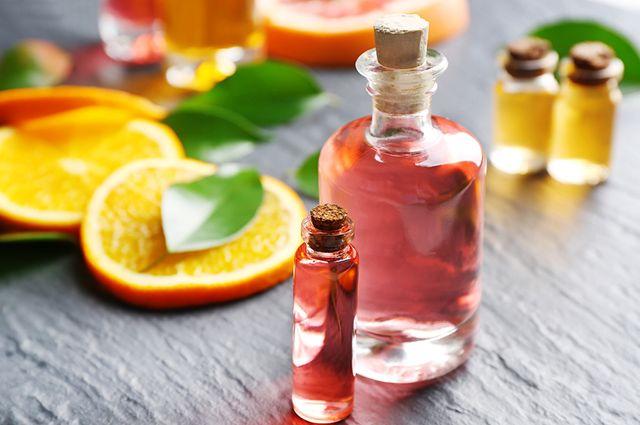 Um ambientador caseiro de laranja, além do cheiro agradável, traz uma composição bonita para a casa