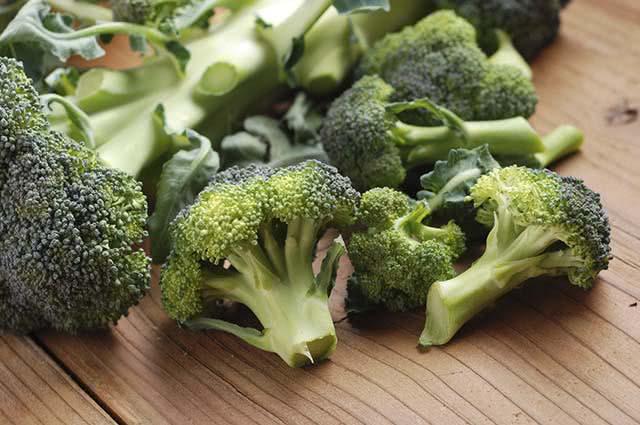 O brócolis ajuda na manutenção da qualidade da pele