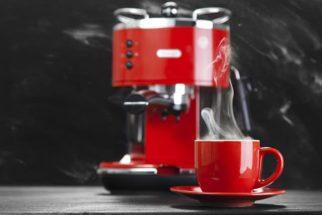 Aprenda como limpar a cafeteira com vinagre
