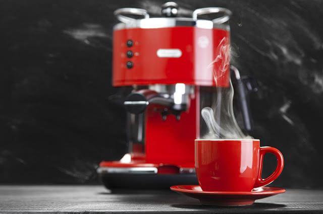 É possível limpar a cafeteira com vinagre em apenas quatro passos