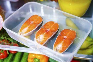 Aprenda como tirar o cheiro de peixe da geladeira
