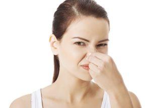Aprenda como tirar o cheiro de água sanitária das mãos