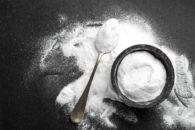 Quais são os usos do bicarbonato de sódio na cozinha