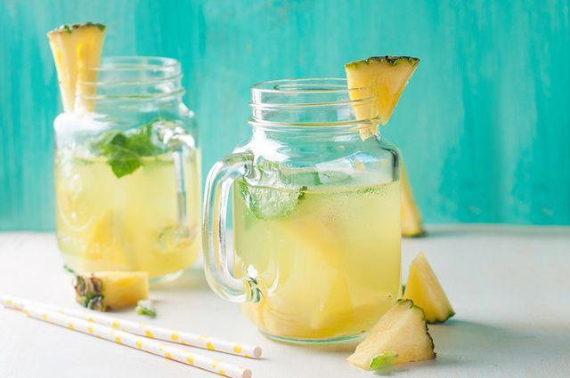 Suco de abacaxi com hortelã e maçã é uma das 7 combinações saborosas para suco