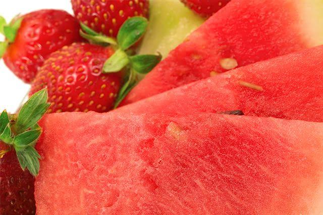 Precisando de massa muscular? Tome então vitamina de melancia com morango