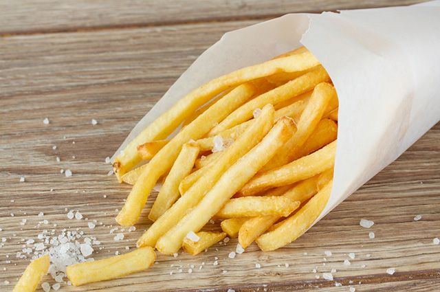 A batata frita é um dos alimentos que causam espinhas