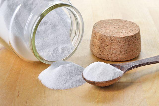 O bicarbonato de sódio é indicado para eliminar mau cheiro de lixo