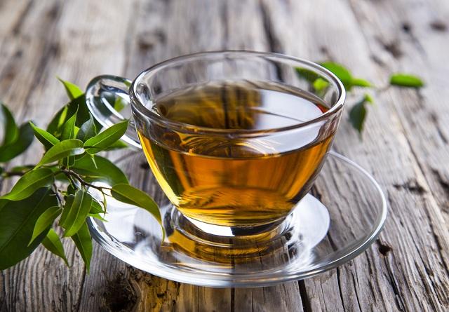 O chá verde com abacaxi é um dos melhores chás para perder a barriga