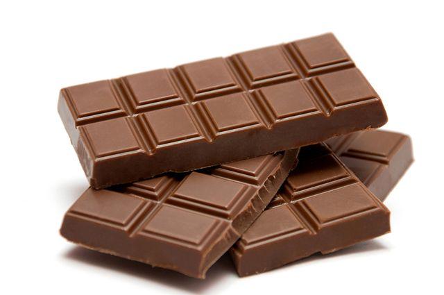 O chocolate é um dos alimentos que causam espinhas