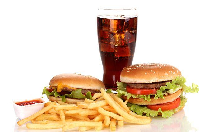 O fast food é um dos alimentos que causam espinhas