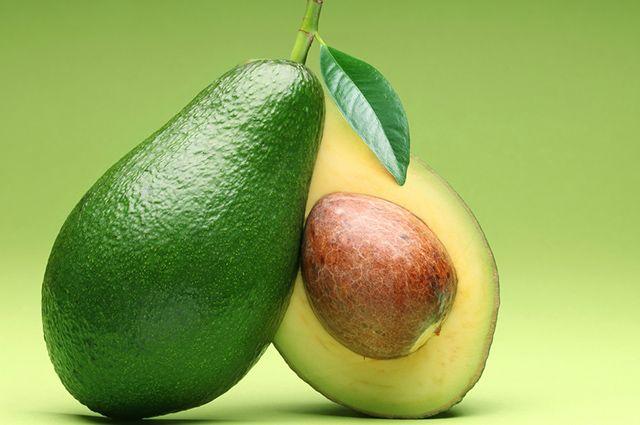 É possível tratar a infecção urinária tomando chá de folhas de abacate
