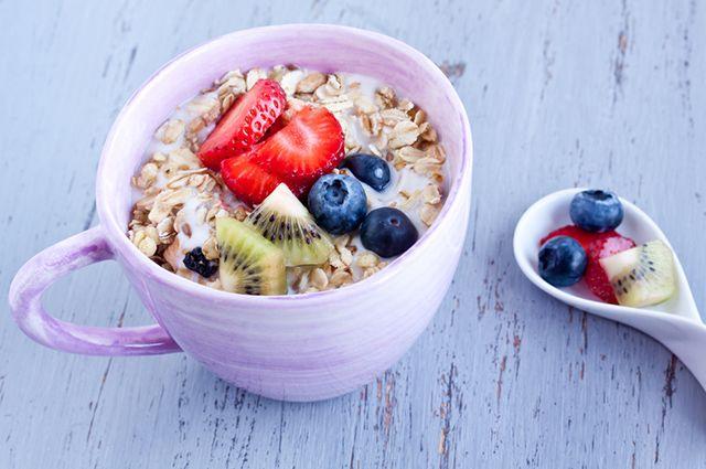 Comer iogurte com aveia antes de dormir pode ajudar na busca pelo emagrecimento