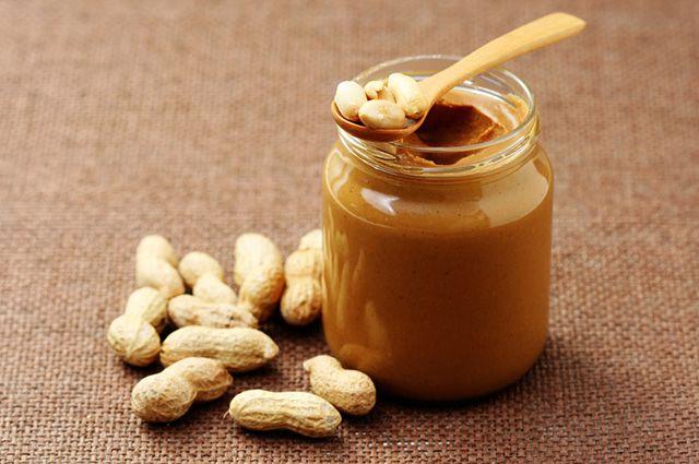 Comer manteiga de amendoim antes de dormir pode ajudar na busca pelo emagrecimento