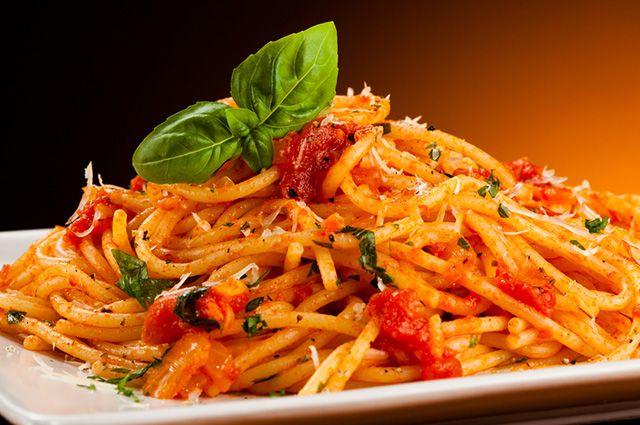 A massa, como o macarrão, é um dos alimentos que causam espinhas