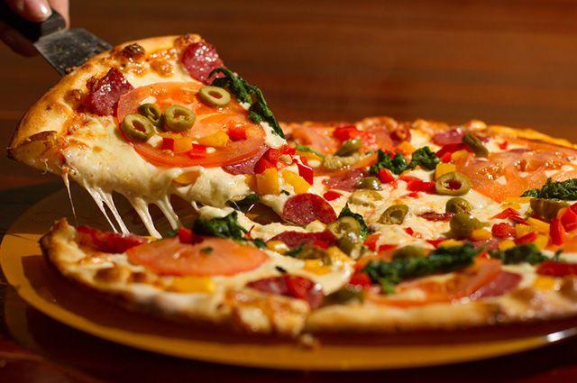 A pizza é um dos alimentos que causam espinhas