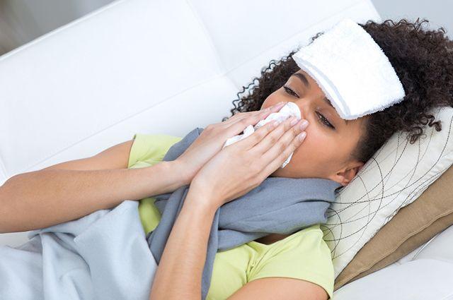 Entre os remédios para sinusite crônica uma opção caseira é a compressa quente