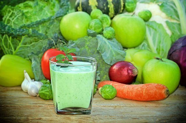 Osteoporose não tem cura, mas o suco de cenoura e couve ajuda a tratar