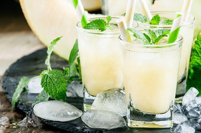 Um dos tratamentos caseiros para gordura no fígado é o suco de melão com hortelã